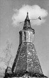 В начале 30-х годов на всех храмах и башнях Раифского монастыря были установлены звезды. Чудом сохранившаяся звезда на юго-западной башне, 2001 год.